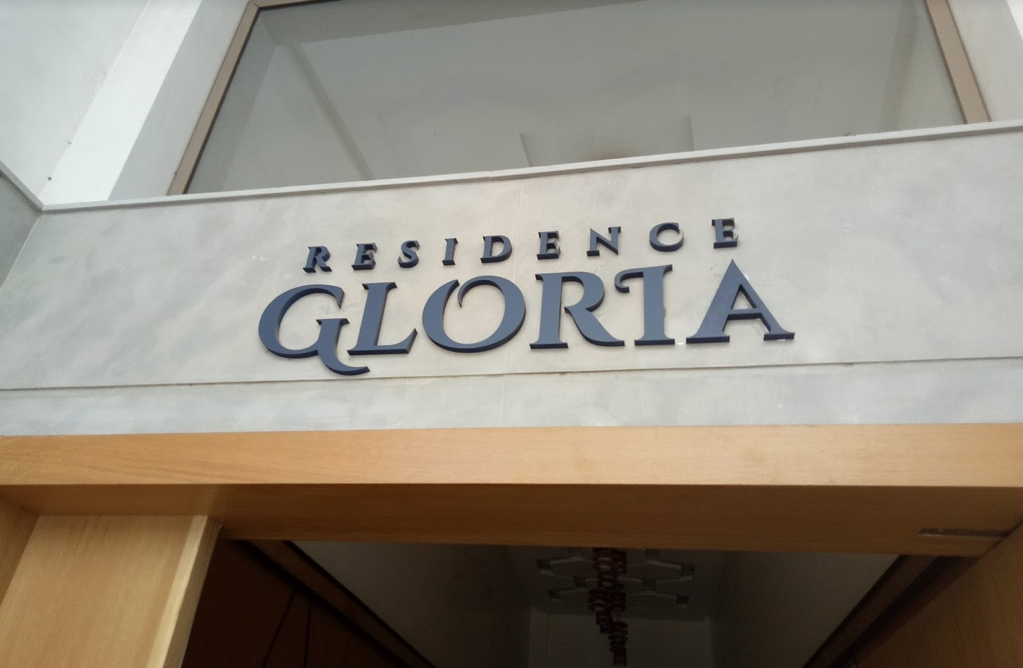 enseigne-résidence-nom-panneau-casablanca-Maroc lettrage relief 3D entrée immeuble