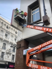 Maintenance-panneau-publicitaire-au-maroc-entretien-nettoyage-réparation-Maroc